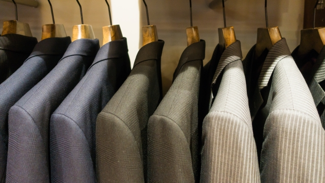 "<img src=""170318_suits.jpg"" alt=""スーツ""/>"